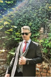 Чёрный мужской молодежный костюм тройка с серой жилеткой 4782/293 # 800-1
