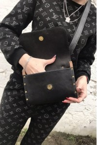 Чёрная кожаная сумка с деревянными вставками ручной работы А-101