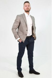 Бежевый мужской пиджак в коричневую клетку под джинсы 824 (18931-168)