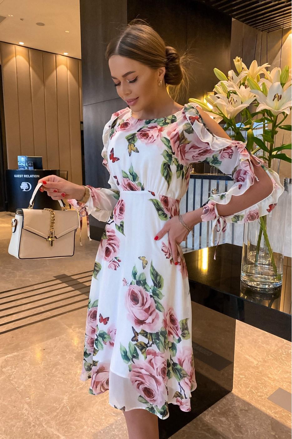 Белое женское летнее платье с цветочным рисунком