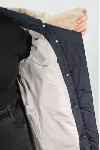 Чёрная женская зимняя куртка с меховым капюшоном 705360Y21C ЦВ.98
